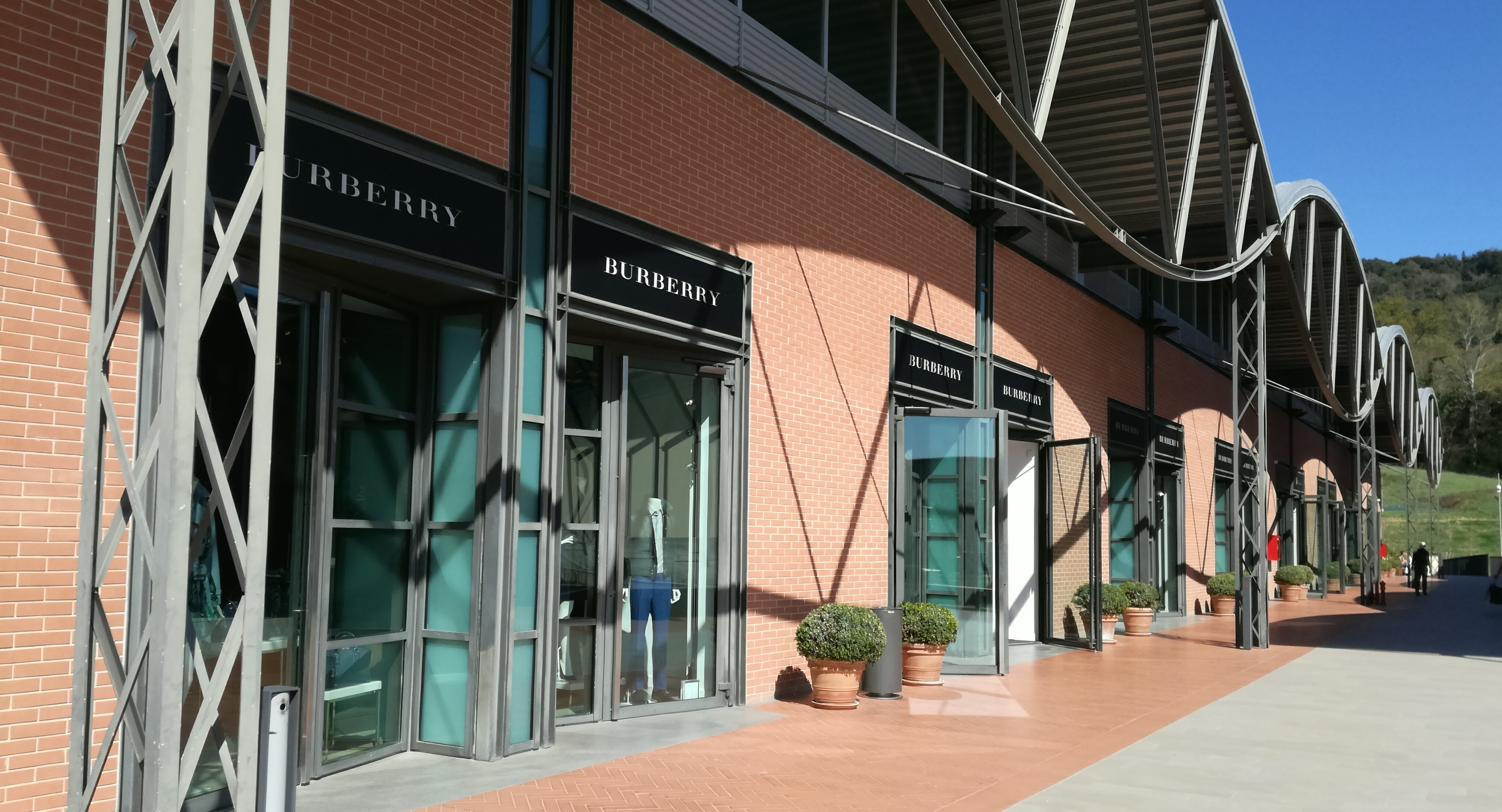Burberry welcome italy - Burberry head office address ...